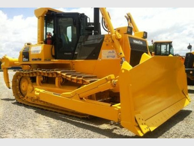 2x Komatsu D85 Dozers for hire in Sumner, QLD 4074