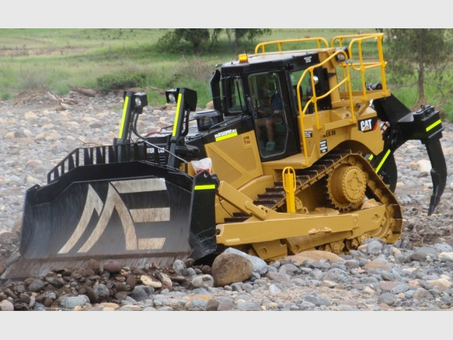 Caterpillar D8-Tracked Dozer for hire in Toowoomba, QLD 4350