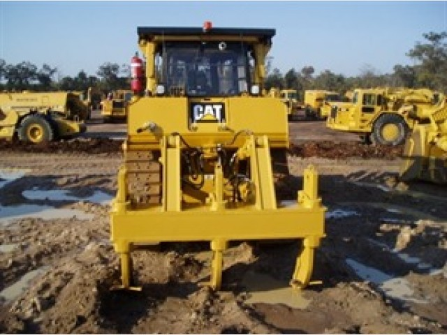 Caterpillar D8T Dozer for hire in Toowoomba, QLD 4350