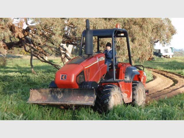 Ditch Witch RT115 Trench Digger for hire in Wilberforce, NSW 2756 on ditch witch rt45, ditch witch 115, ditch witch rt95, ditch witch 3700, ditch witch rock saw attachment, ditch witch rt55, ditch witch rt80, ditch witch goose neck, ditch witch rt100, ditch witch r300, ditch witch fx25, ditch witch orange, ditch witch trencher, ditch witch fx30, ditch witch rt24, ditch witch brand, ditch witch rt 10 specs, ditch witch 1010, ditch witch fx20,