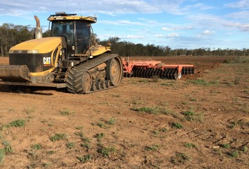 CAT Challenger w/25FT Heavy Duty Offset Plough