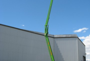 Cherry picker, trailer mounted knuckle boom
