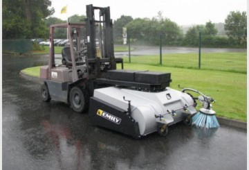 Leader Clean Collection Sweeper