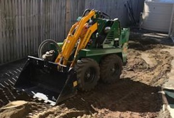 Mini loaders / Mini diggers w/variety of attachments