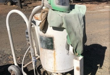 Sand Blast Pot w/helmet & 400CFM Atlas Copco compressor w/built in dryer
