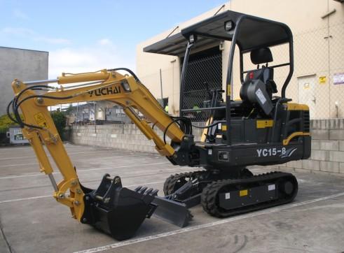 1.6T Yuchai YC15-8 mini excavator 1