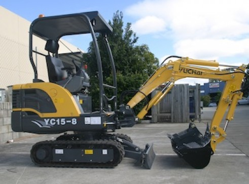 1.6T Yuchai YC15-8 mini excavator 2