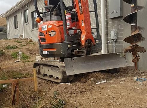 1.7T Kubota U17  Excavator - Zero Turn 1
