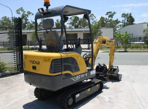 1.7T Yuchai YC18-8 Mini Excavator 2