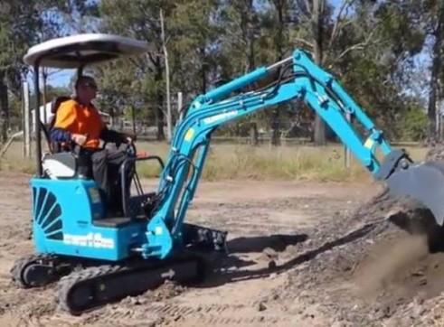 1.8T Sunward SWE18UB Mini Excavator w/Trailer 2