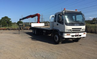 10.5T Rear Mount Crane Truck w/7.6m tray 1