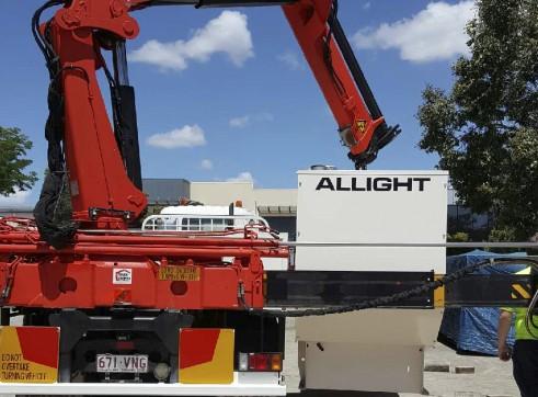 10.5T Rear Mount Crane Truck w/7.6m tray 2