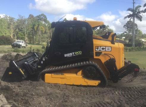 100HP JCB Posi-track w/rippers & forestry mulcher 2