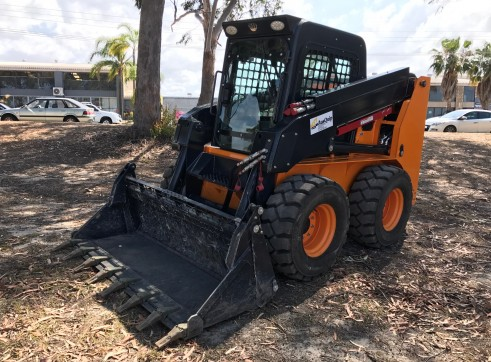 10m3 Tandem Drive Tipper & 100HP Skid Steer Loader Combo 8