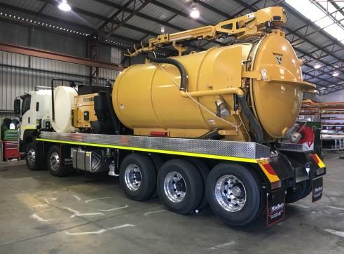 11,500L Vacuum Excavation Truck  1