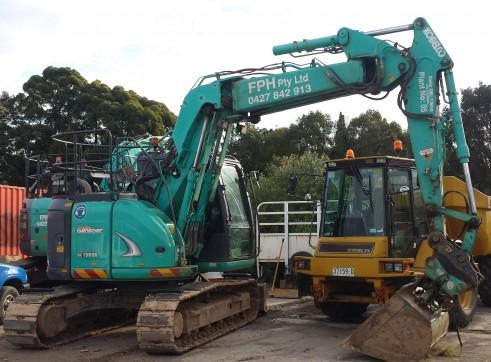 12 Ton to 16 Ton Zero Tail Offset boom Excavator Kobelco SK135SR 1