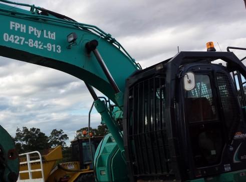 12 Ton to 16 Ton Zero Tail Offset boom Excavator Kobelco SK135SR 3