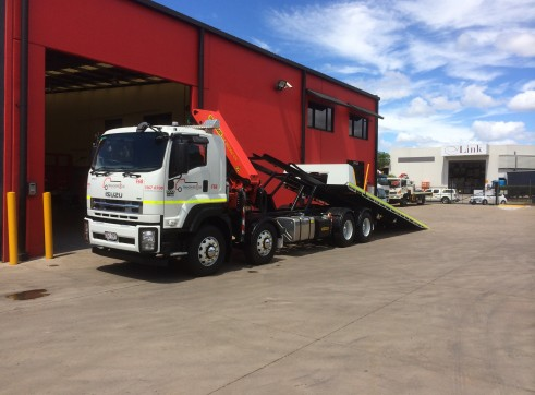 12.8T 8x4 Single Cab Tilt Tray / Crane Truck