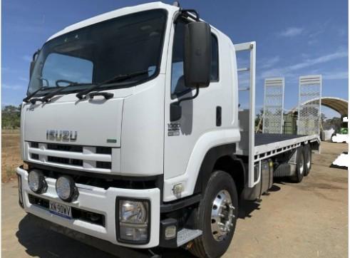 12T Isuzu Beavertail Truck w/ramps 1