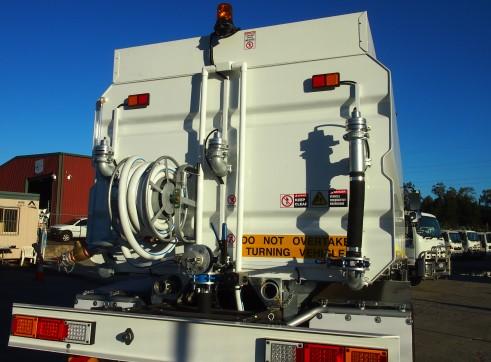 13,500L Mine Spec Water Trucks 6