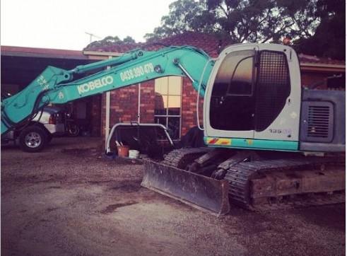 13.5T Kobelco Excavator 2