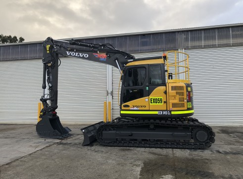14.5T 2018 Volvo ECR145CL Excavator - zero swing w/rubber tracks 1
