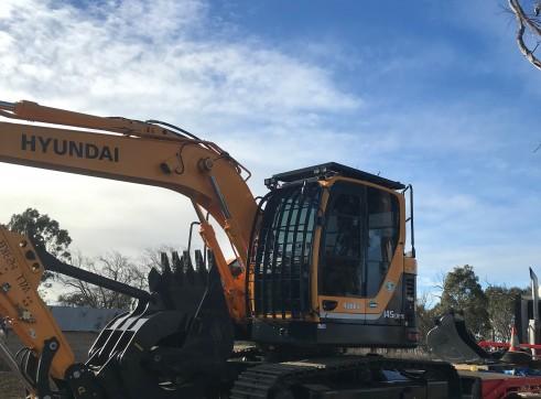 14.5T Hyundai Excavator w/ Dozer blade 3