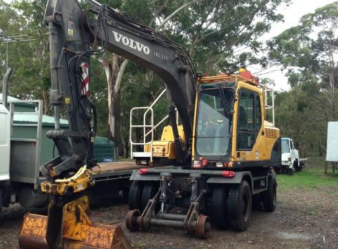 14T High Rail Wheeled Excavator 1