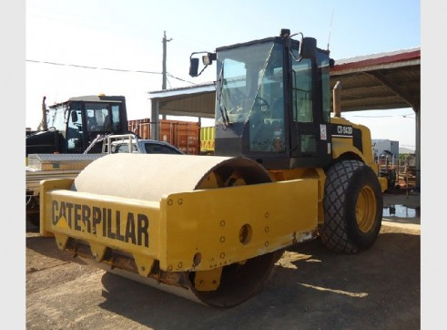 16 Tonne Caterpillar CS583D Smooth Drum Roller 1