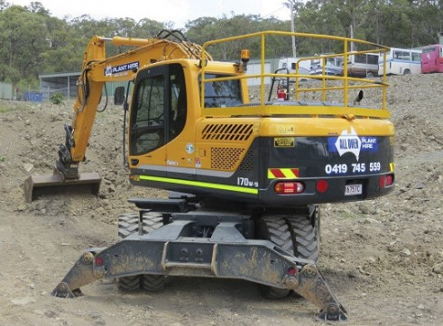 17T Wheeled Excavator 3