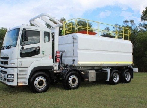 18,000L 8x4 Water Truck with ROPS 1