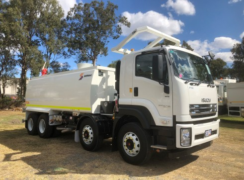 18,000L 8x4 Water Truck with ROPS 2