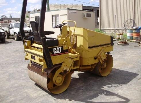 1995 Caterpillar CB214B 2