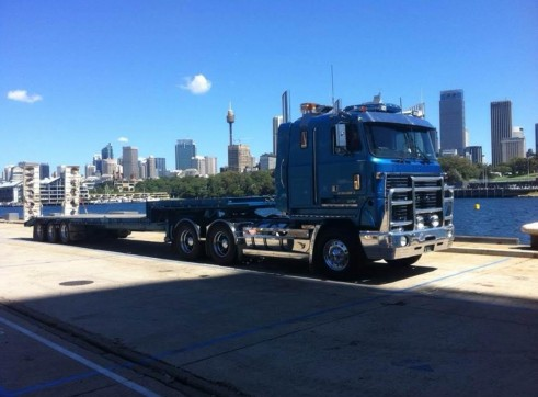 1x Mack Ultra Liner with a Tri axle drop deck 1