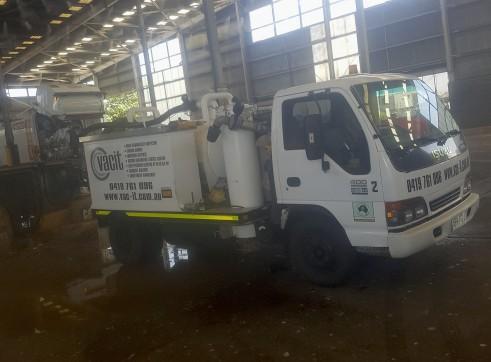 2,000-10,000L Vacuum Excavation Trucks 4