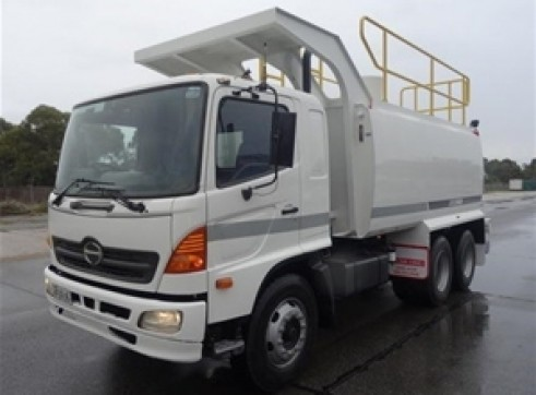 2 x 10,000L Water Trucks 1