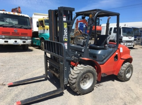 2.5T All Terrain Forklift 5