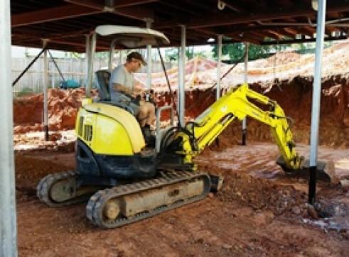 2.5T Excavator & S130 Bobcat Combo 1
