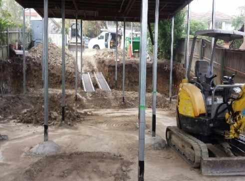 2.5T Excavator & S130 Bobcat Combo 3