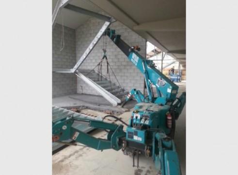 2.82 T Meada Crawler Crane 1