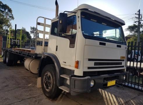 20 Tonne Flatbed Truck w/forklift 2