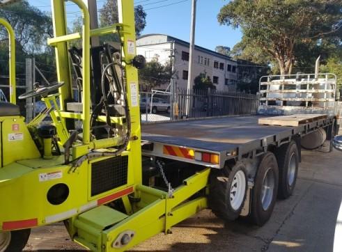 20 Tonne Flatbed Truck w/forklift 1