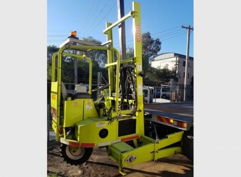 20 Tonne Flatbed Truck w/forklift 3