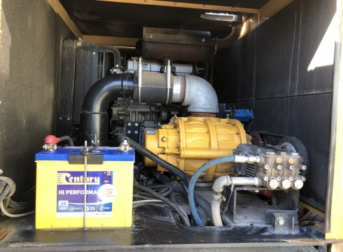 2000 Litre Hydroexcavation truck For Sale 7