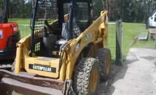 2003 Komatsu SK815 Bobcat 1