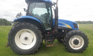 2006 New Holland TS135A tractor 1