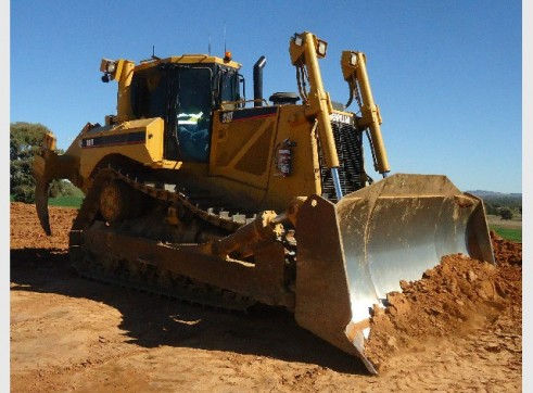 2009 Caterpillar D8T Dozer 1