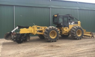 200HP Caterpillar 525C Skidder 1