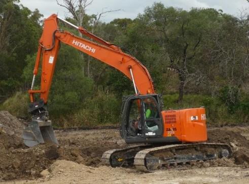 2011-2013 Hitachi ZX225 23t Excavator zero swing
