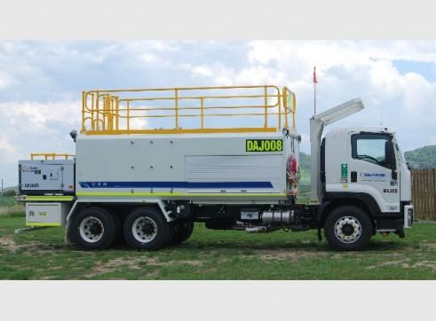 2011 Isuzu Service Truck 1